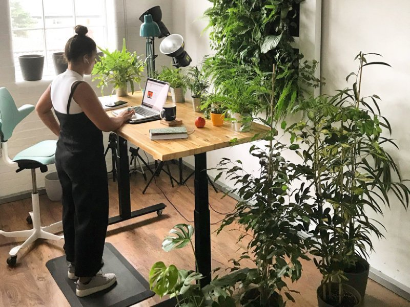 Height adjustable sit stand desks with solid wood desktops